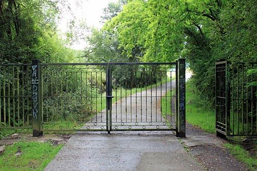 Entrada al Parque de Montefuerte. ¡Cierra la puerta, que hay corriente!