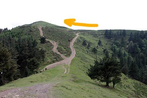 Para subir al Alen debes tomar el sendero ascendente.
