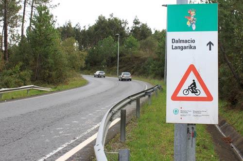 Cuidado con los coches, más peligrosos que las bicicletas.