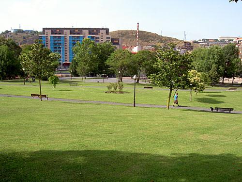 El Parque de Serralta, lleno de contrastes: Verde Vs. Cemento.