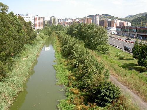 El río Castaños, contaminado. ¡Buen ejemplo de lo que es capaz el ser humano!