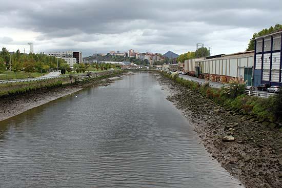 El río Galindo, frontera natural entre Barakaldo y Sestao.