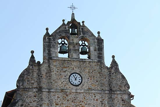 Detalle de la iglesia de San Juan Bautista de Bedia. ¡Nos encantó!