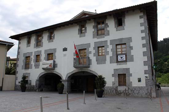 Ayuntamiento de Zeberio, la casa de todos (pero no vale hacer fiestas).