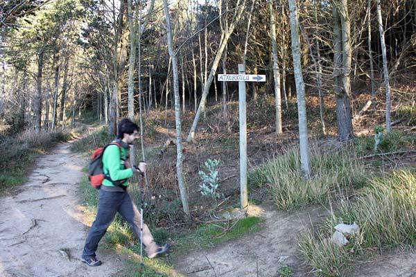 Ahora sí, tomamos el camino que nos deja en la cima del Ogoño/Atxurkulu.
