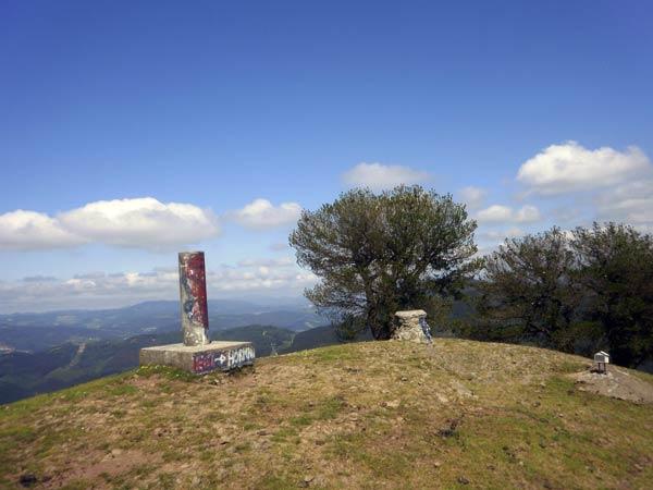Brazos en jarra y a disfrutar de las vistas desde lo alto del monte Artanda.