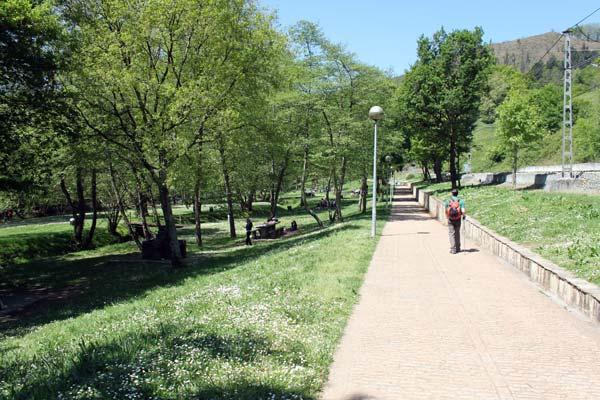 ¡Pero bueno, cuánta gente en el Parque de Bolumburu de Zalla!