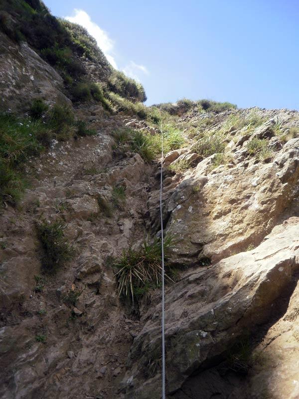 Tranquilos. Si nos cuesta un poco subir este tramo, ya se encarga el monte de echarnos un cable.