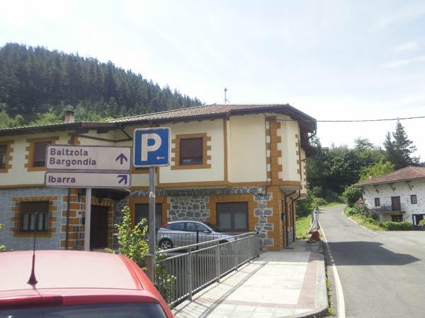 Si viniste a Dima en coche, ya sabes dónde aparcar.