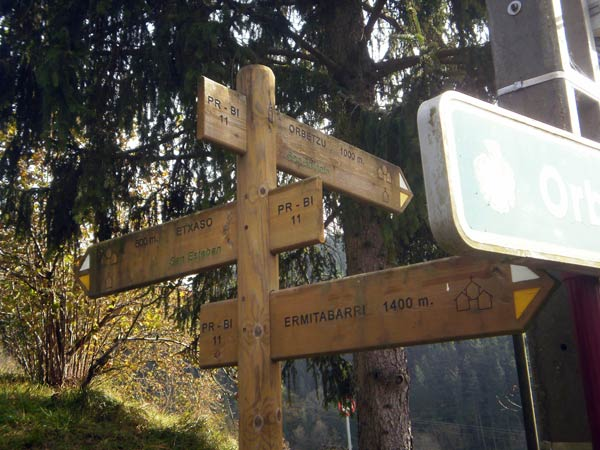En los puntos más conflictivos de la ruta, un oportuno letrero nos indicará por dónde continuar.