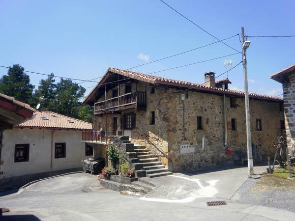 Arisketa, último barrio de la ruta por Orozko.