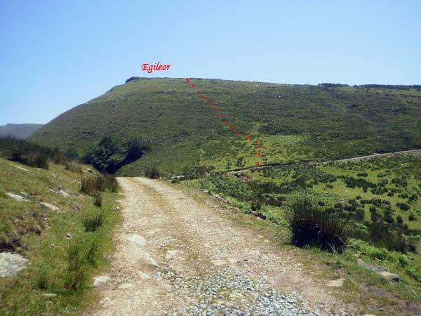 Parece que levanta poco, pero el monte Egileor calza 1.117 metrazos.
