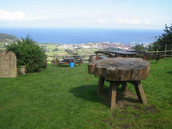 Estas vistas de Bermeo y del Cantábrico son por lo menos de dos rombos.