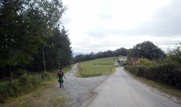 Por este sendero en nada llegamos a Autzagane.