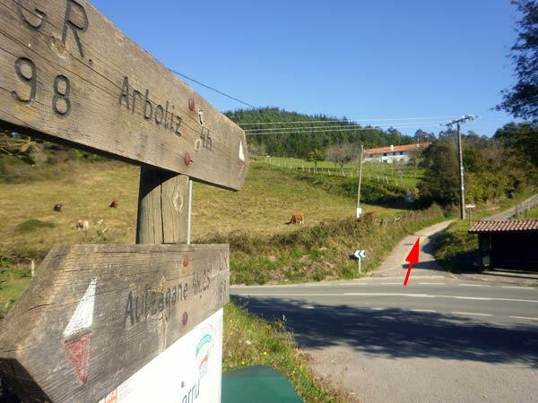 Comienza el pateo entre Astorkigane e Ibarrangelu.