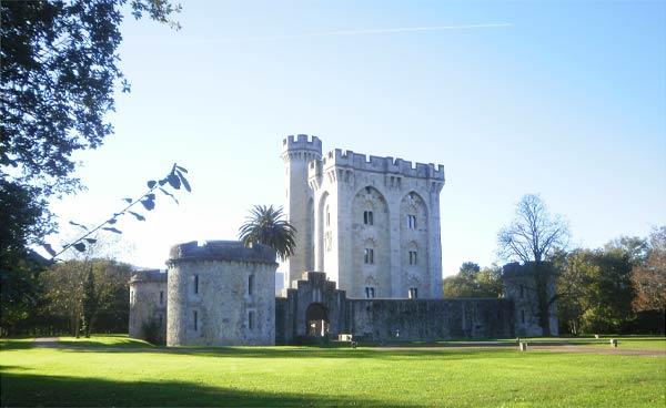 El Castillo de Arteaga en nada debe envidiarle al Castillo de Butrón.