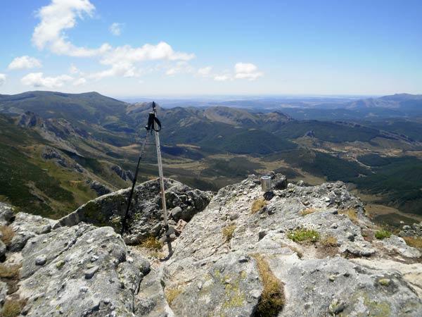Con buen tiempo, las vistas desde el pico Tres Mares son de dos rombos.