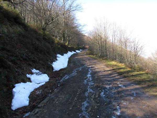 El invierno queda atrás, pese a que a veces la nieve quiera resistirse a ello.