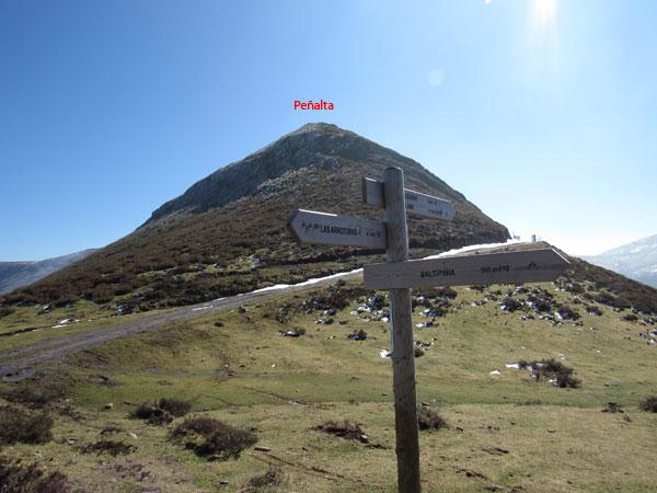 Peñalta ya se encuentra a nuestro alcance, pero antes coronaremos el monte Saltipiñia.