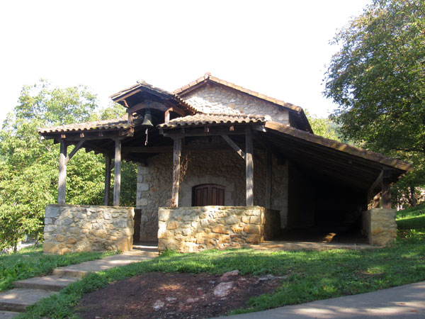 Ermita de San Vicente, con su bolatoki adosado