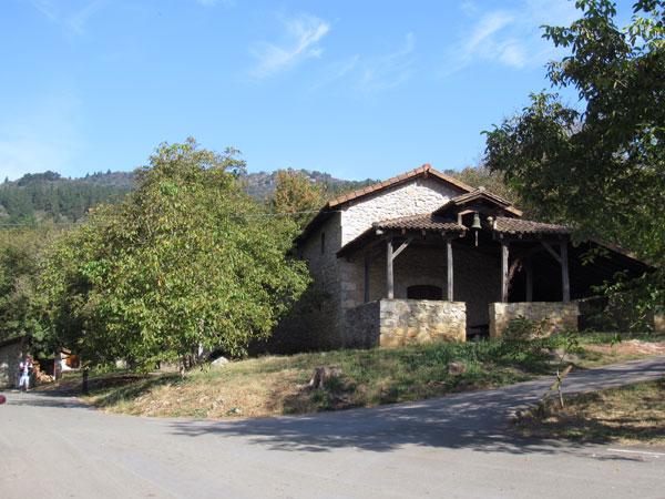 Artaun, ermita de San Vicente. Aquí hacia la derecha.